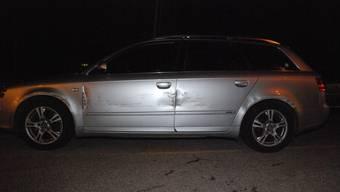 Der Fahrer dieses silbernen Wagens wurde abgedrängt.