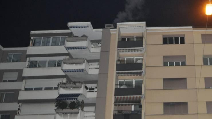 Im sechsten Stock dieses Mehrfamilienhauses hat es gebrannt.