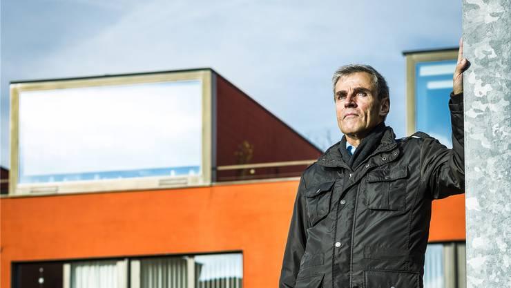 Der höchste Windischer, Toni Burger, mag das Moderne in seinem Quartier. Chris Iseli