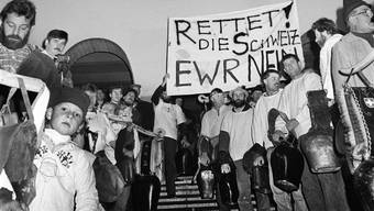 Nach dem Mauerfall musste die Schweiz ihre Stellung in Europa überdenken - das führte 1992 zu einem hochemotionalen Abstimmungskampf über den EWR-Beitritt, der dann mit 50,3 Prozent abgelehnt wurde. (Archivbild: Keystone)