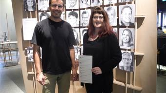 Peter Marti und Ila Geigenfeind zeigen, wie wir Gesichter wahrnehmen und einschätzen.
