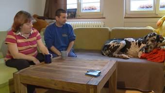 Karin Ottiger lebt mit Partner Markus Schenker in der ehemaligen Hauswartswohnung – dort müssen sie nun raus.