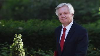 Brexit-Minister David Davis sieht für Grossbritannien nach dem EU-Austritt keine Zukunft im EU-Binnenmarkt. Stattdessen will er ein Freihandels-Abkommen mit der EU. (Archiv)