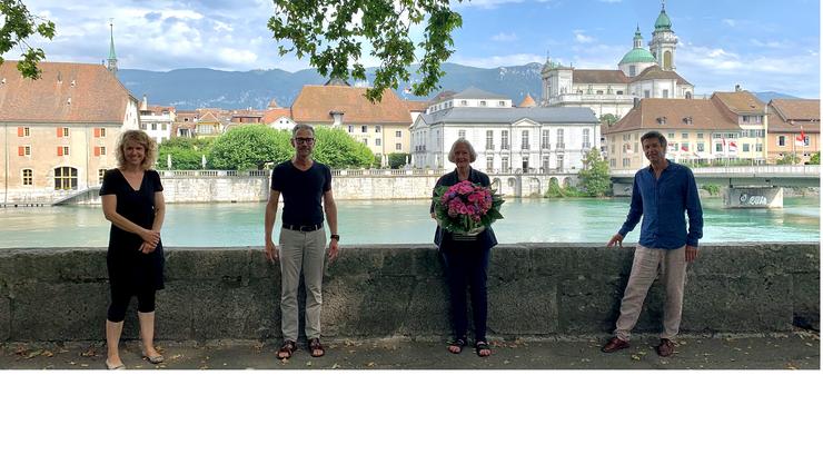 Wir danken Eveline Riesen-Meyer herzlich für Ihren Einsatz im freiwilligen Rotkreuz-Fahrdienst.  ((von links nach rechts)) Ursula Moser, Rotkreuz-Fahrdienst; Felix Schaerer, Leiter Rotkreuz-Fahrdienst; Elisabeth Riesen-Meyer, René Spahr, Geschäftsleiter SRK Kanton Solothurn.