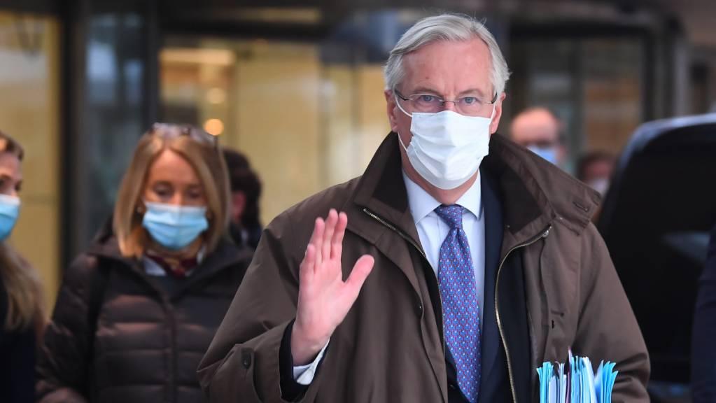 ARCHIV - Michel Barnier, Chefunterhändler der Europäischen Union für den Brexit, winkt vor einem Gespräch mit der britischen Regierung über ein Handelsabkommen. Der Franzose Michel Barnier hat sich nach mehr als vier Jahren am Montag vom Team der Brexit-Unterhändler der Europäischen Union verabschiedet. Foto: Victoria Jones/PA Wire/dpa