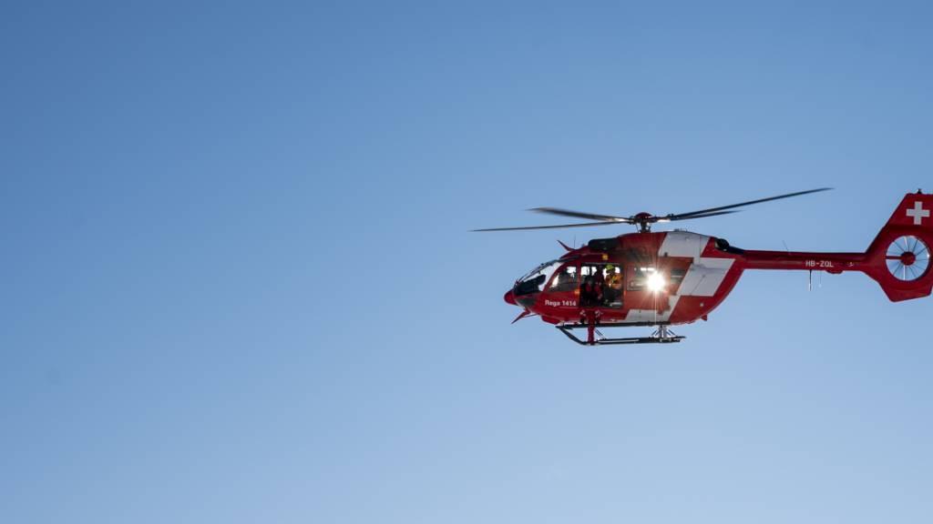Ein zweijähriger Knabe ist nach einem Sturz in ein Planschbecken in Herdern TG in kritischem Zustand ins Kinderspital geflogen worden. (Archivbild)