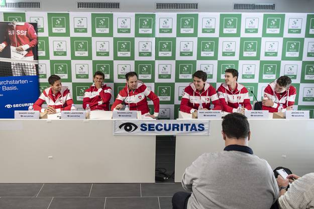 Die Davis-Cup-Medienkonferenz: Sandro Ehrat, Henri Laaksonen, Captain Severin Lüthi, Marc-Andrea Hüsler, Jakub Paul und Jerome Kym