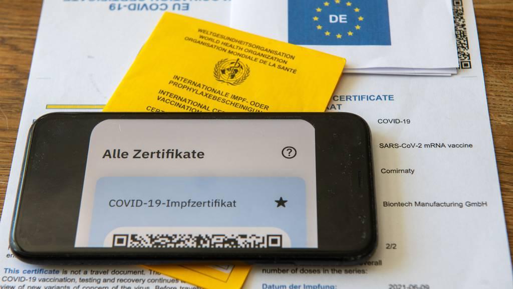 Schweizer versuchen mit Fake-Impfausweisen an Zertifikate zu kommen