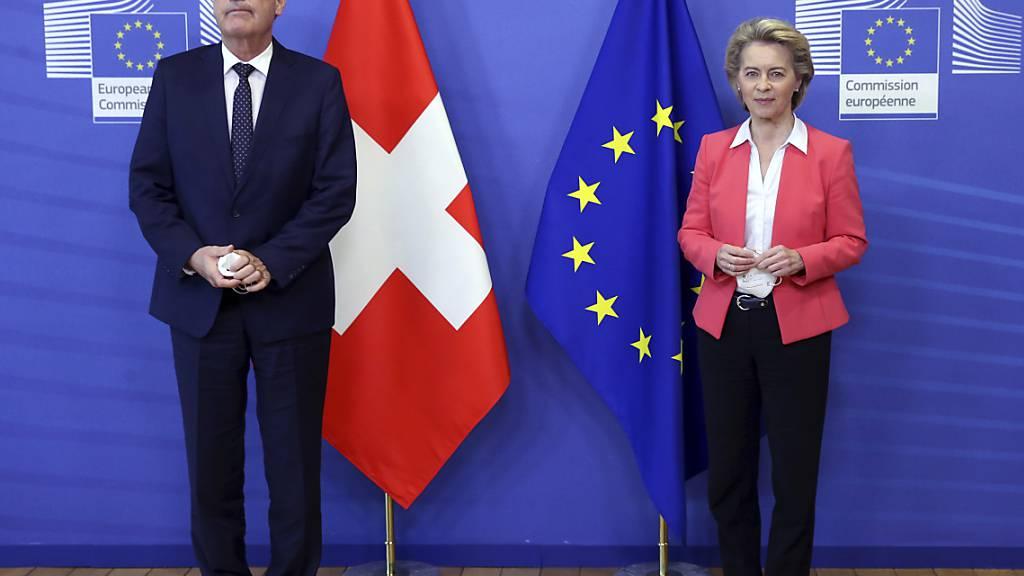 Nach dem Scheitern der Gespräche über ein Rahmenabkommen erwartet die EU von der Schweiz konkrete Vorschläge über das weitere Vorgehen. Im Bild Bundespräsident Guy Parmelin und die EU-Kommissionspräsidentin Ursula von der Leyen. (Archivbild)