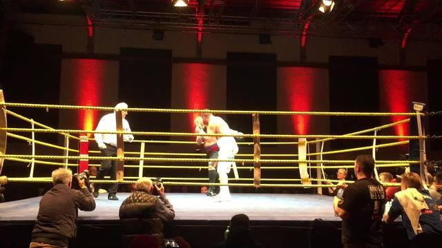 Gjergjajs Gegner muss in der 5. Runde verletzungsbedingt aufgeben.