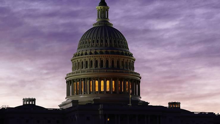 ARCHIV - Blick auf das Kapitol im Morgengrauen. Foto: J. Scott Applewhite/AP/dpa