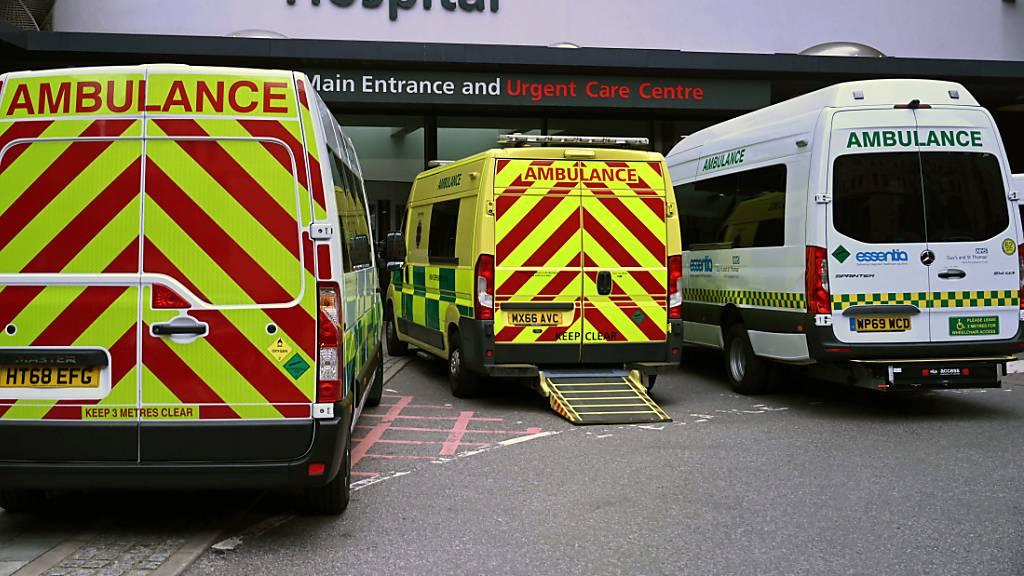 Britischer Gesundheitsdienst beklagt «Tsunami» von Corona-Patienten
