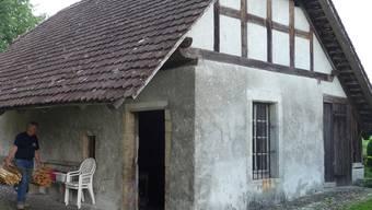 Das uralte Ofenhaus im Lüsslinger Pfarrgarten.