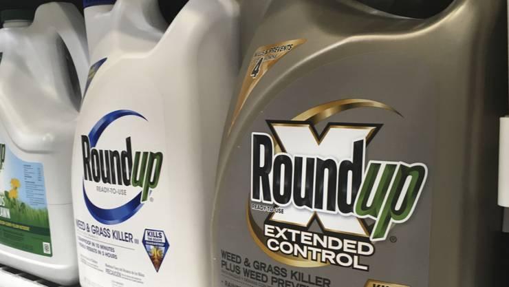 Steht in der Kritik, Krebs zu verursachen: Das glyphosathaltige Unkrautvernichtungsmittel Roundup der Bayer-Tochter Monsanto. (Archivbild)