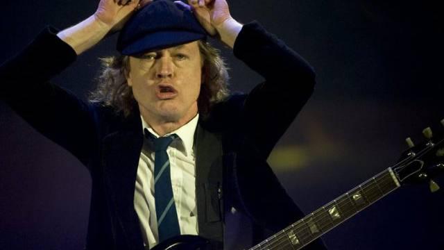 AC/DC-Gitarrist Angus Young 2009 im Hallenstadion (Archiv)