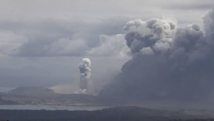 Am Montag ist es zu einem Vulkanausbruch auf den Philippinen mit Lavafluss gekommen.