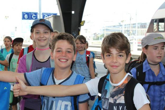 4. bis 6. Klässler aus Rüfenach auf der Schulreise auf dem Sattel-Hochstuckli.