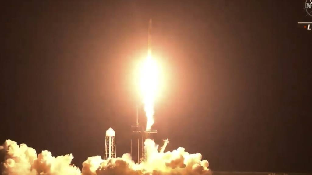 Die SpaceX-Crew-2-Mission mit den Nasa-Astronauten Shane Kimbrough und Megan McArthur, dem Esa-Astronauten Thomas Pesquet und dem japanischen Jaxa-Astronauten Akihiko Hoshide hat am Freitag mit einem Tag Verspätung die Reise zur ISS angetreten.