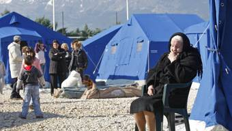 Auch zehn Jahre nach dem verheerenden Erdbeben in L'Aqulia wohnen immer noch viele Menschen in Provisorien. Italiens Staatspräsident Sergio Matarella mahnte zu mehr Anstrengungen beim Wiederaufbau.