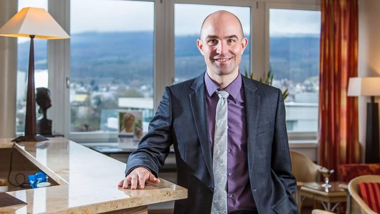 «Die schwierigste Aufgabe eines Klinikchefs ist es, die besten Ärzte zu finden.» Georgos Pallas leitete das Unternehmen mit 500 Angestellten von Olten aus.