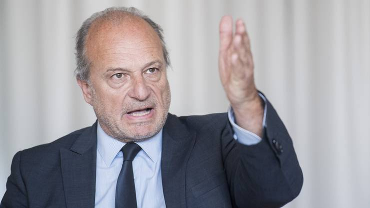 Stadtrat Filippo Leutenegger spricht an der Medienkonferenz anlässlich der Freistellung des Direktors von ERZ Entsorgung und Recycling Zürich Urs Pauli.