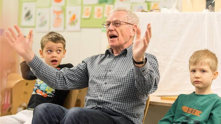 Paul Huber aus Brugg engagiert sich als Senior im Kindergarten Stapfer.