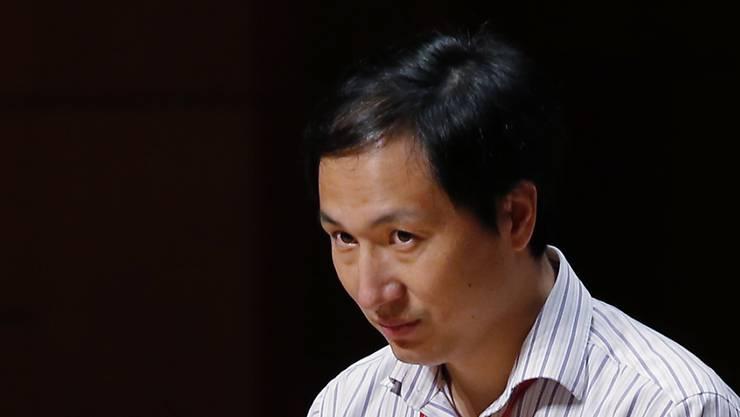 Wegen einem umstrittenen Genexperiment bei Babys: Wissenschaftler He Jiankui ist in China zu einer dreijährigen Haftstrafe verurteilt worden. (Archivbild)