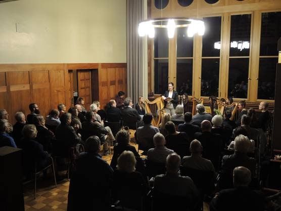 Der Raum in der Villa Burghalde war bis auf den letzten Platz gefüllt.