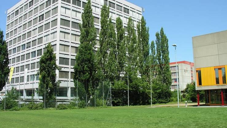 Das alte Gebäude der Fachhochschule Nordwestschweiz im Polyfeld