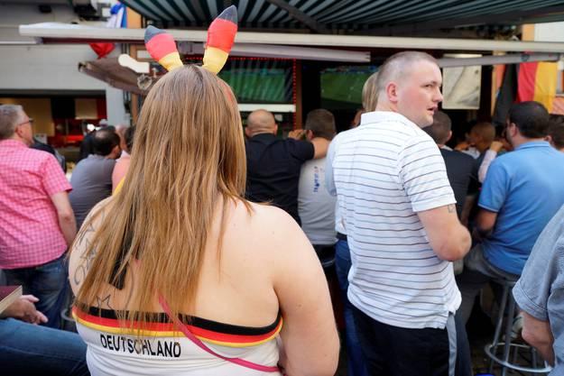 Die deutschen Fans haben sich patriotisch eingekleidet.
