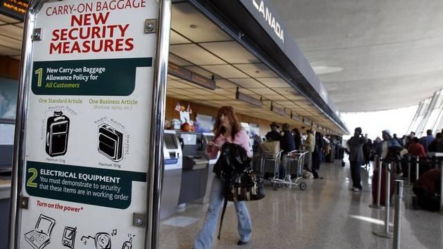 Nach Paketbomben-Alarm: verschärfte Sicherheitsvorkehrungen an den Flughäfen