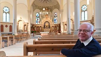 Pfarrer Toni Bucher in «seiner» katholischen Kirche in Balsthal. Am 5. Januar 2020 wird er zum letzten Mal hier die Messe zelebrieren.