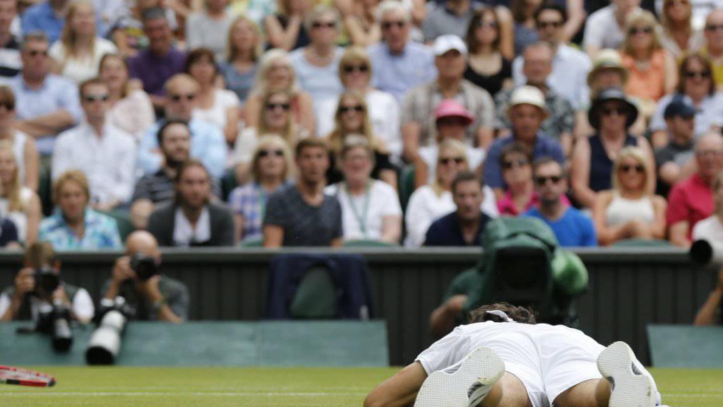 Federer in Wimbledon am Boden: Ein Karrierenende sieht der 17-fache Grand-Slam-Champion aber noch lange nicht