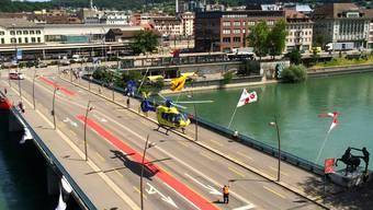 Die gesperrte Bahnhofbrücke für den montäglichen Notfalleinsatz per Helikopter.