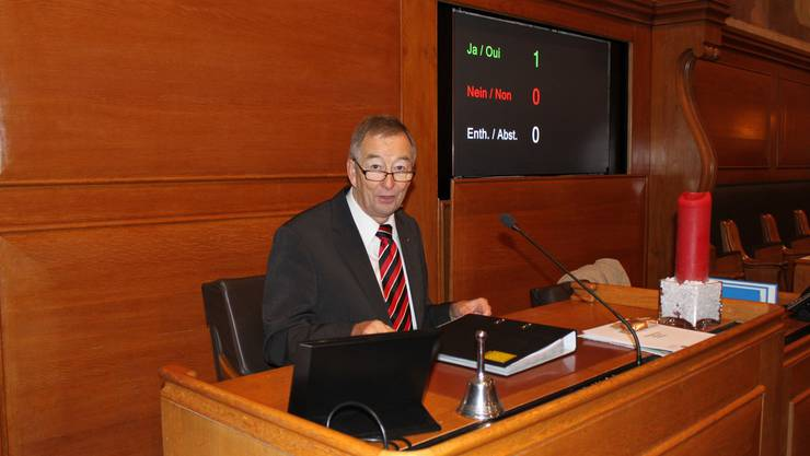 Synodepräsident Robert Gerber auf dem Präsidentenstuhl des Berner Grossratssaales