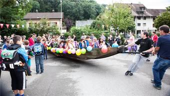 Schiff ahoi: Am ersten Schultag sassen die Erstklässler und Kindergärtler aus Teufenthal gemeinsam im Boot.