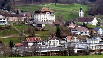 Die Schulanlagen: Im Vordergrund «Brühl», oben Mitte «Rank», links davon «Reckholder».