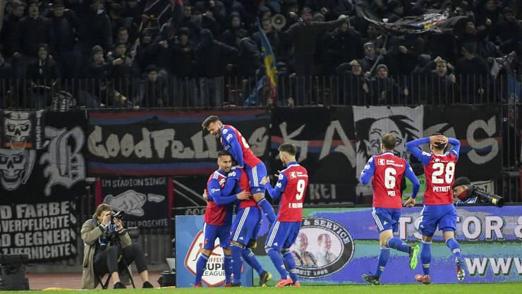 Der Jubel ist gross: Samuele Campo, Eray Cömert, Albian Ajeti und Ricky van Wolfswinkel  (v.l.n.r.) nach dem 2:0 Sieg gegen den FC Zürich.