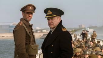 """James D'Arcy (l) und Kenneth Branagh in einer Szene von """"Dunkirk"""". Der Kriegsfilm behauptete am Wochenende vom 3. bis 6. August 2017 Platz 1 in den Deutschschweizer Kinocharts. (Archiv)"""