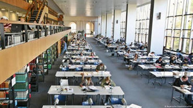 Der im Architekturstil der Nachkriegs-BRD errichtete Anbau an die Bayerische Staatsbibliothek, ein Symbol demokratischer Bildungspolitik.