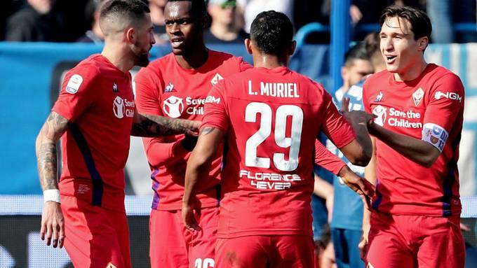 Edimilson Fernandes (Zweiter von links) wird von seinen Mitspielern beglückwünscht