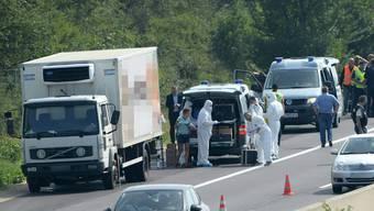 Drama auf österreichischer Autobahn: Flüchtlinge in LKW erstickt