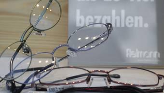 Brillen in einem Fielmann-Schaufenster (Archiv)