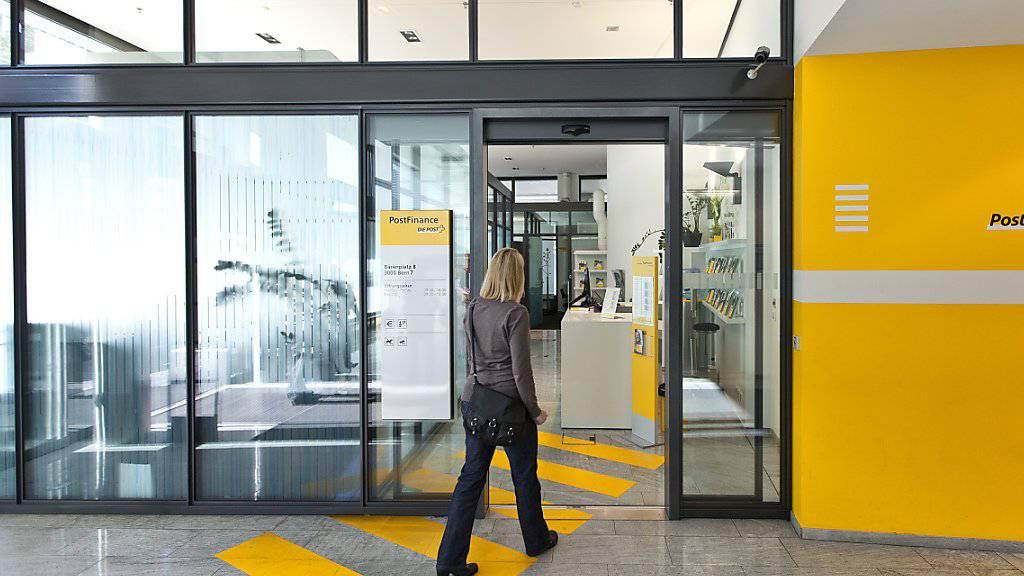 E-Banking mit Panne: Kunden der Postfinance müssen momentan zum Schalter. (Symbol)