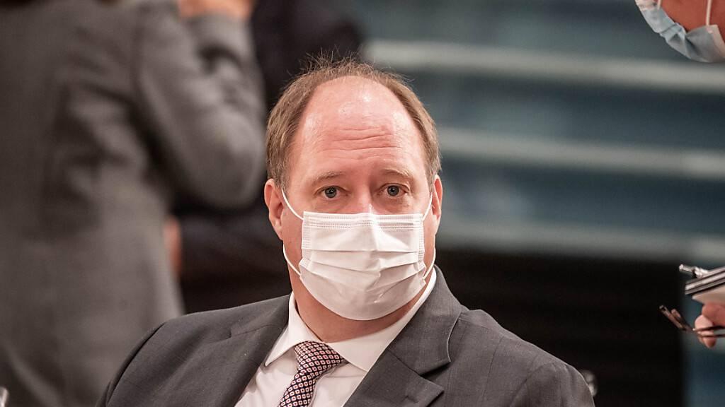 Der Chef des deutschen Bundeskanzleramtes, Helge Braun (CDU), ruft dazu auf, die Massnahmen gegen das Coronavirus nicht vorschnell zu lockern. Die Welt befinde sich in einer kritischen Phase der Pandemie. (Archivbild)