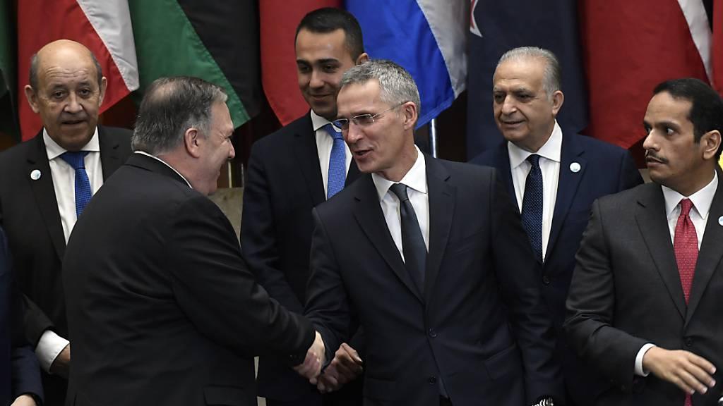 US-Aussenminister Pompeo (Mitte links) begrüsst Nato-Generalsekretär Stoltenberg in Washington. Um die beiden herum unter anderen die Aussenminister von Frankreich und Italien.