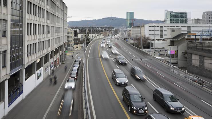 Das Auto bleibt mit Abstand das wichtigste Verkehrsmittel der Schweizer Bevölkerung. (Archivbild)