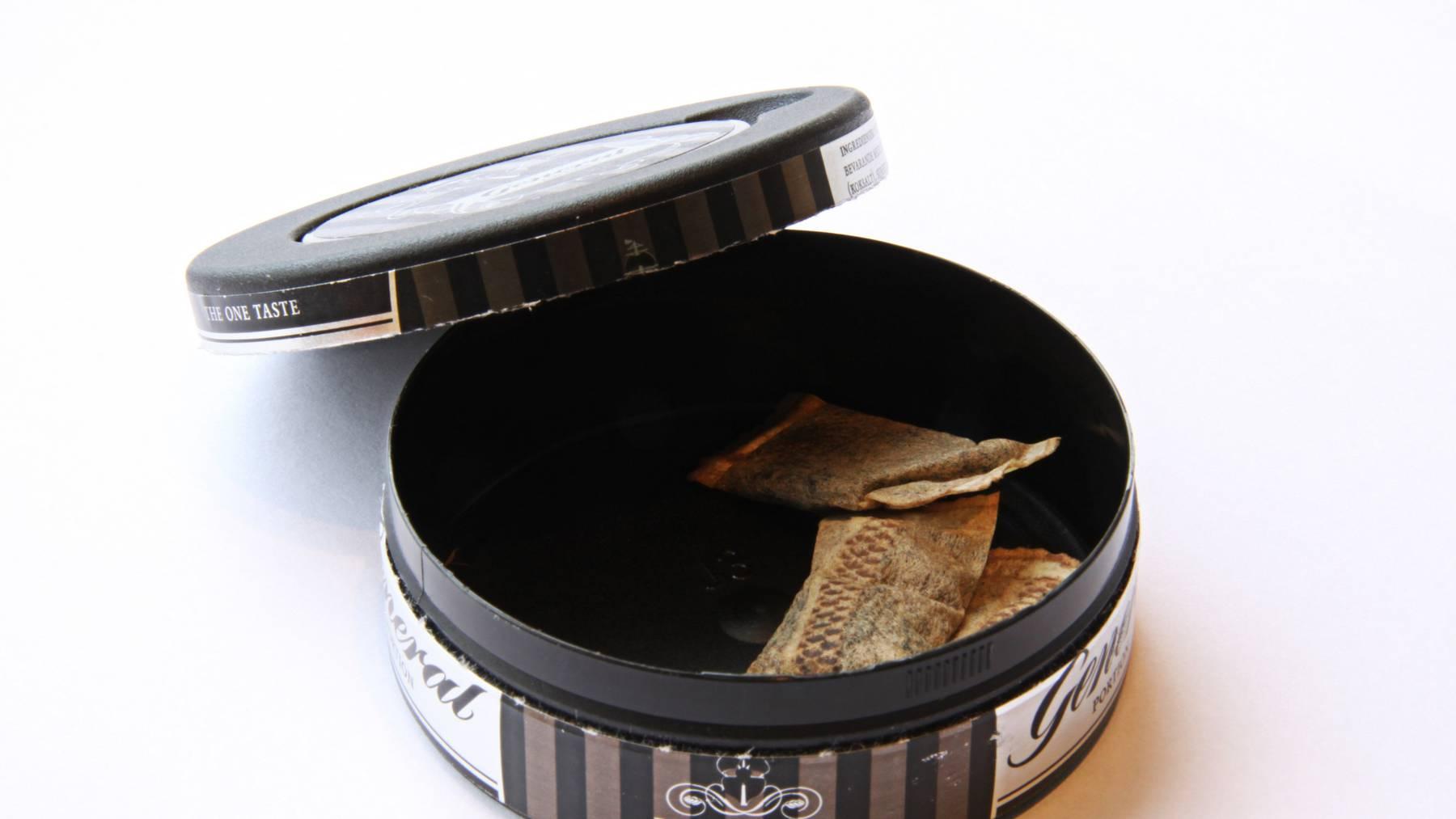 Das Bundesamt für Gesundheit hat einen sofortigen Verkaufs- und Importstopp für Snus verhängt.