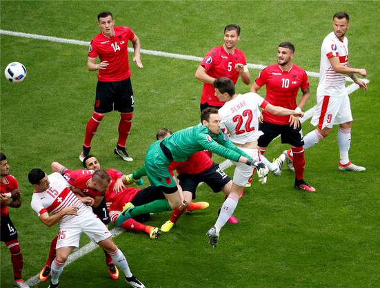 Fabian Schär trifft gegen Albanien zum 1:0.