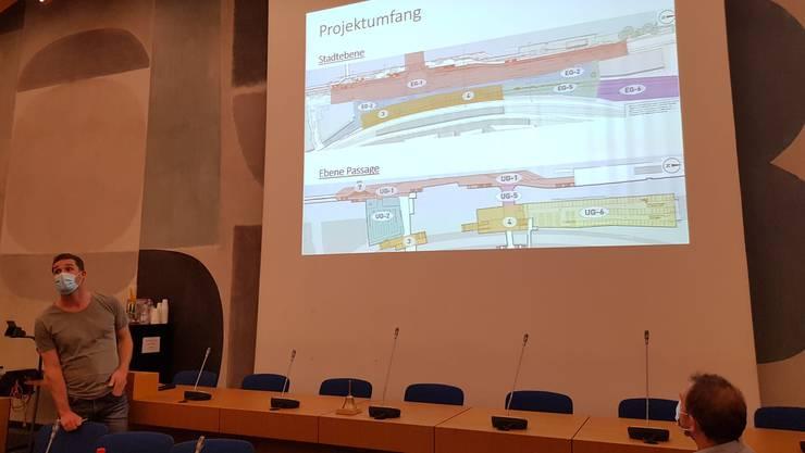 Stadtratskandidat Beat Felber referiert über den neuen Bahnhofplatz Olten